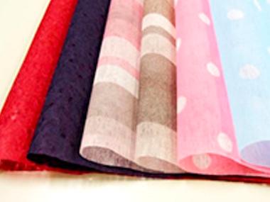 彩り豊かな6種類のラッピング紙よりお選びいただけます。