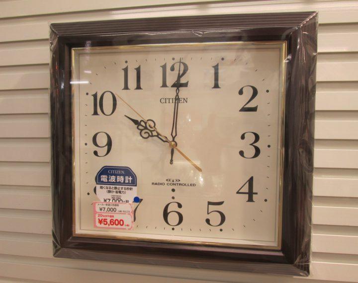 落ち着きのある四角掛け時計